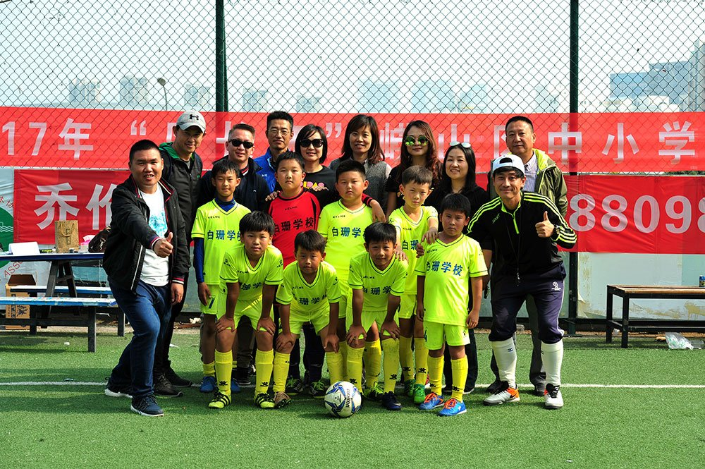 Cheer for the soccer team of Baishan School